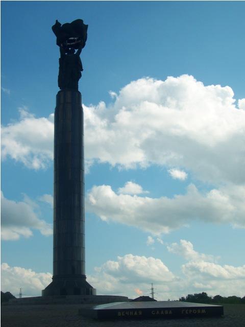 Monument Slavy photo