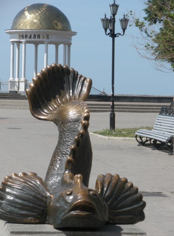 Pamjatnik rybke-azovskomu bychku photo