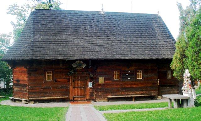 nikolaevskaya derevyannaya cerkov photo