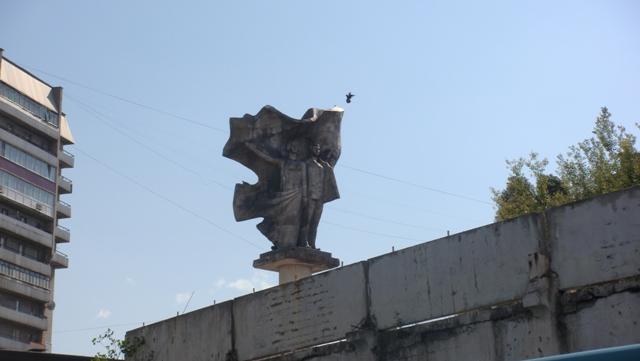 pamjatnik komsomol'cam photo