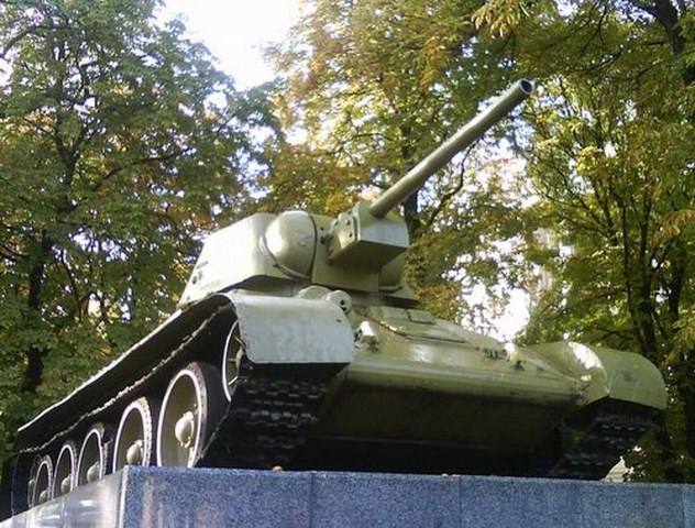 pamjatnik tank T-34 photo